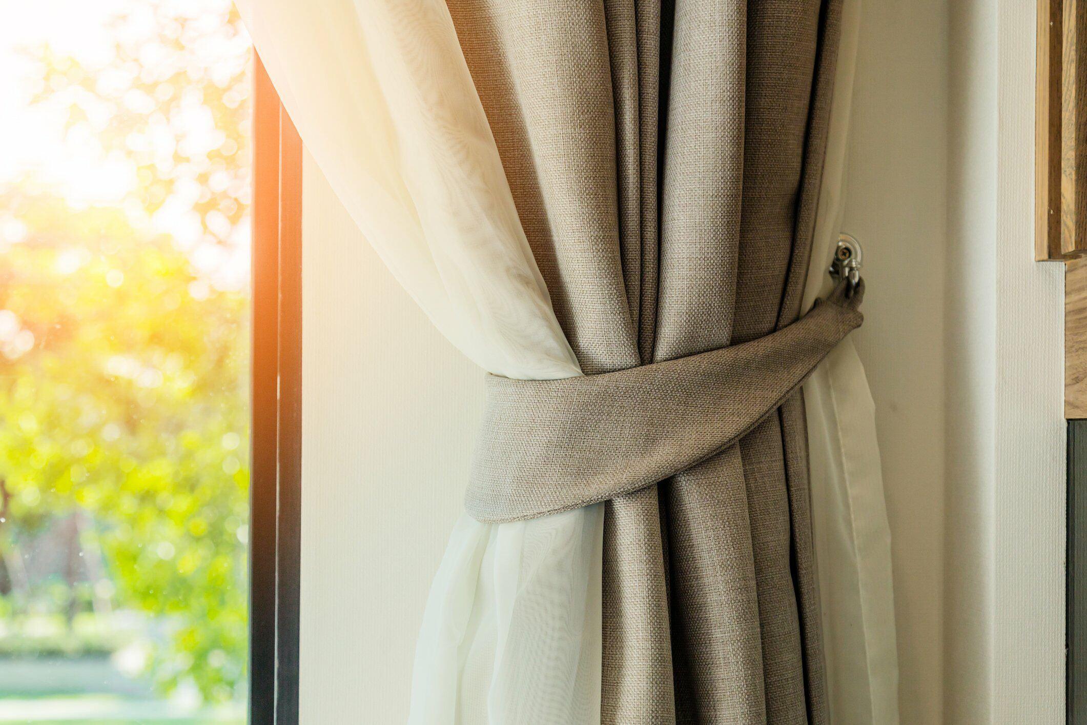 curtain cleaning London - Supreme Furnishings